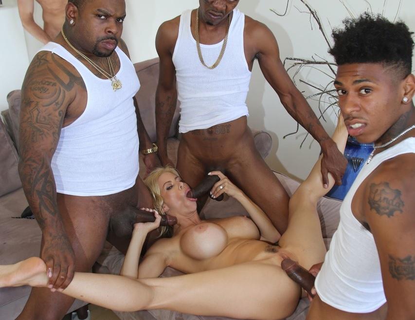 Imagen Alexis Fawx tiene un gangbang interracial delante de su novio