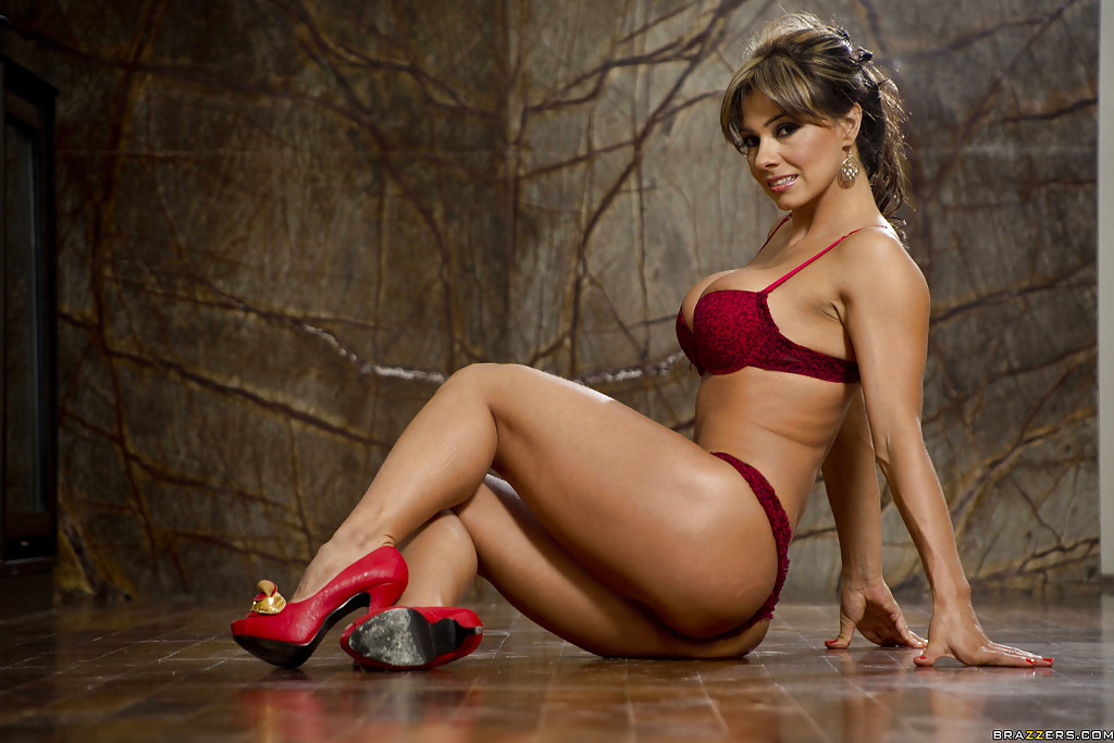 Imagen La colombiana Esperanza Gomez nos brinda un striptease muy caliente