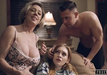 Imagen Su nueva familia la recibe para hacer una orgía en casa