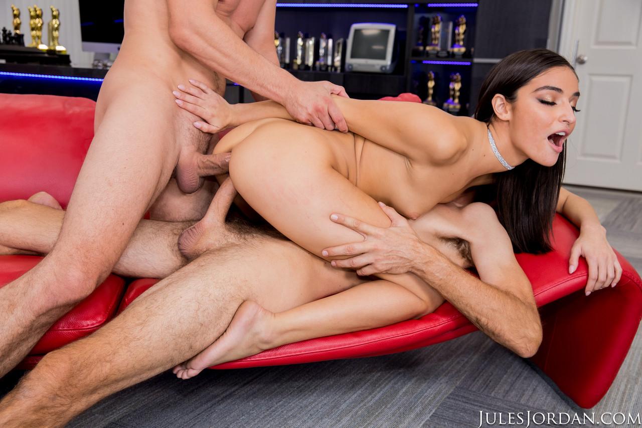 Imagen Emily Willis satisface sexualmente a sus dos jefes