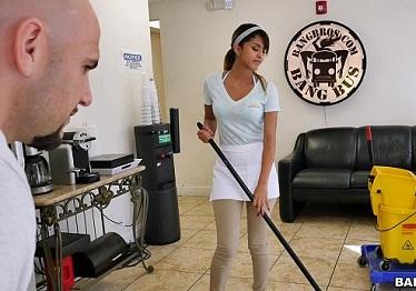Imagen Sexo duro para la nueva chica de la limpieza